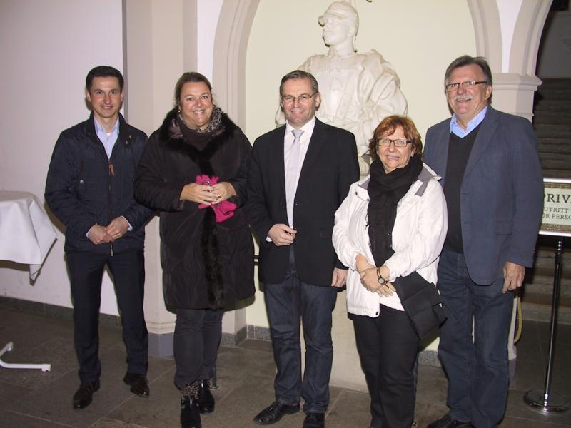 Das Bild zeigt den Besuch auf der Burg Hohenzoller. Von links: Bürgermeister Roman Waizenegger, Dr. Anja Hoppe, Norbert Lins MdEP, Anne Heller und Walter Hage.